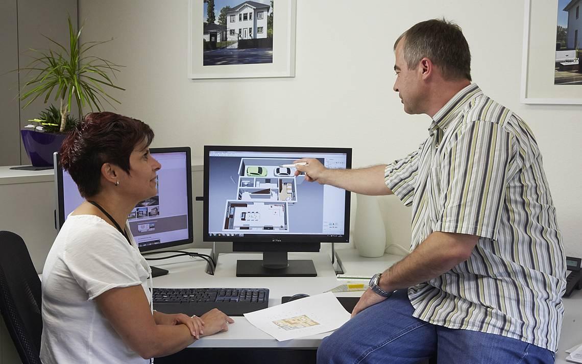 Kern-Haus-Mitarbeiter bei der Hausplanung