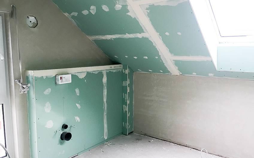 Verspachtelter Trockenbau im Bad Dachgeschoss