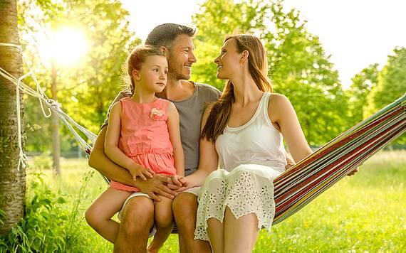 Familie in einer Hängematte