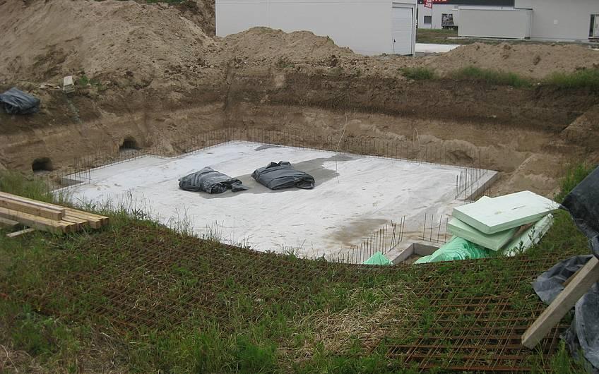 Die Bodenplatte wurde betoniert.