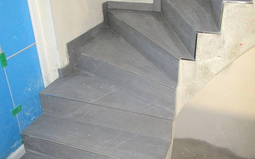 Geflieste Treppe.