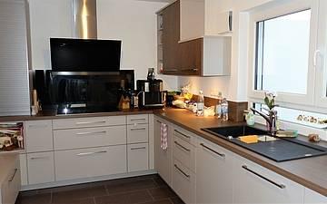 Küche im individuell geplanten Einfamilienhaus Signum von Kern-Haus in Römerberg