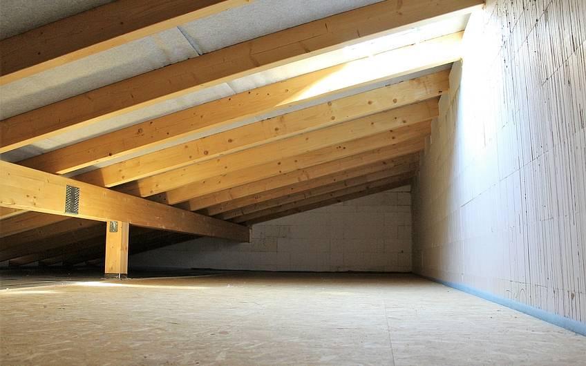 Trio-Bungalow mit ausgebautem Dachboden in Magdeburg