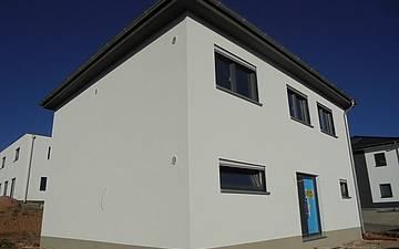 Eingangsseite der Kern-Haus-Stadtvilla Signus in Otterberg