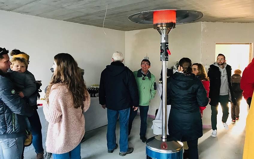 In der kalten Jahreszeit stellt Kern-Haus gegebenenfalls Wärmepilze auf den Rohbaubesichtigungen zur Verfügung.