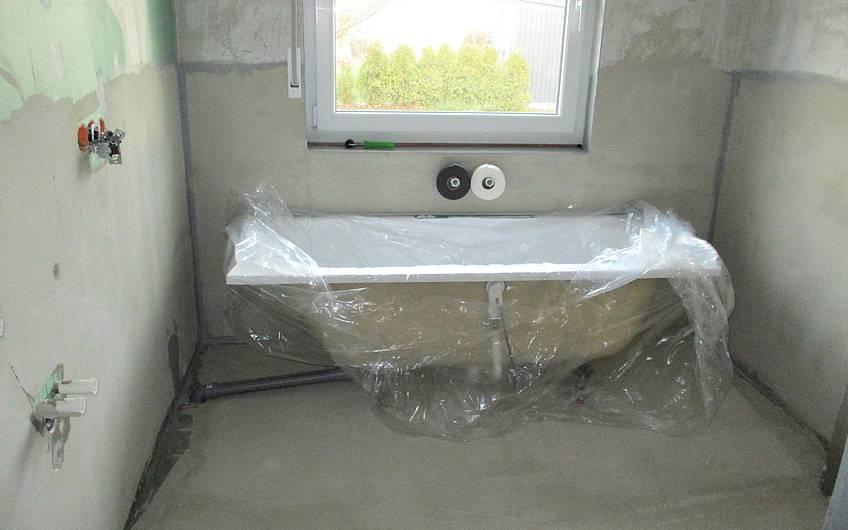 Die Badewanne wurde aufgestellt.