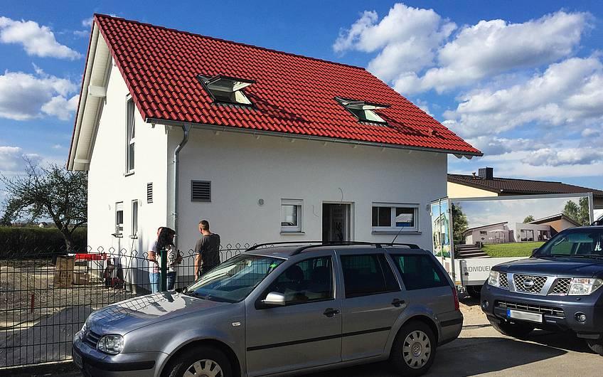 Eingangsansicht Kern-Haus Komfort in Fuchshain
