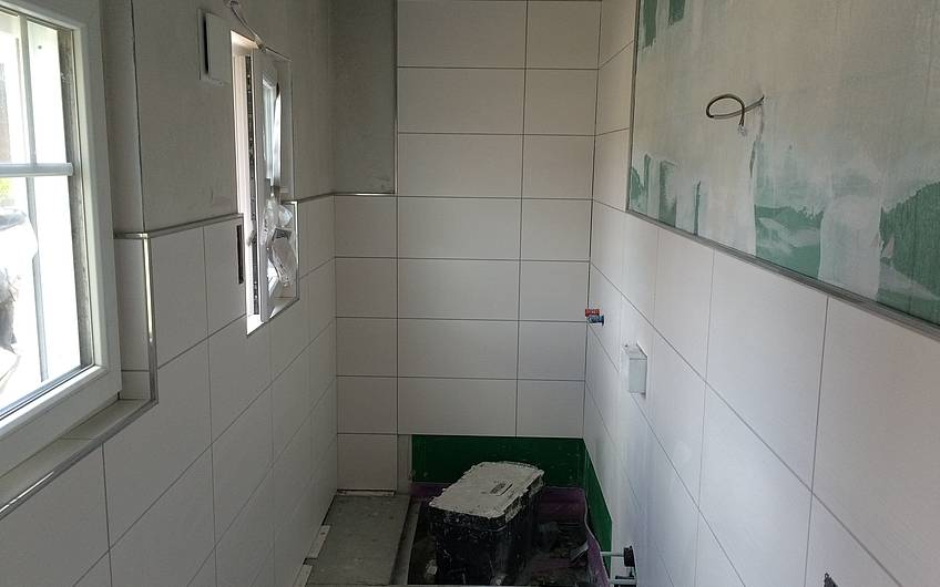 Fliesenarbeiten im Gäste-WC