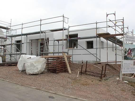 Rohbau eines Familienhauses Aura von Kern-Haus entsteht