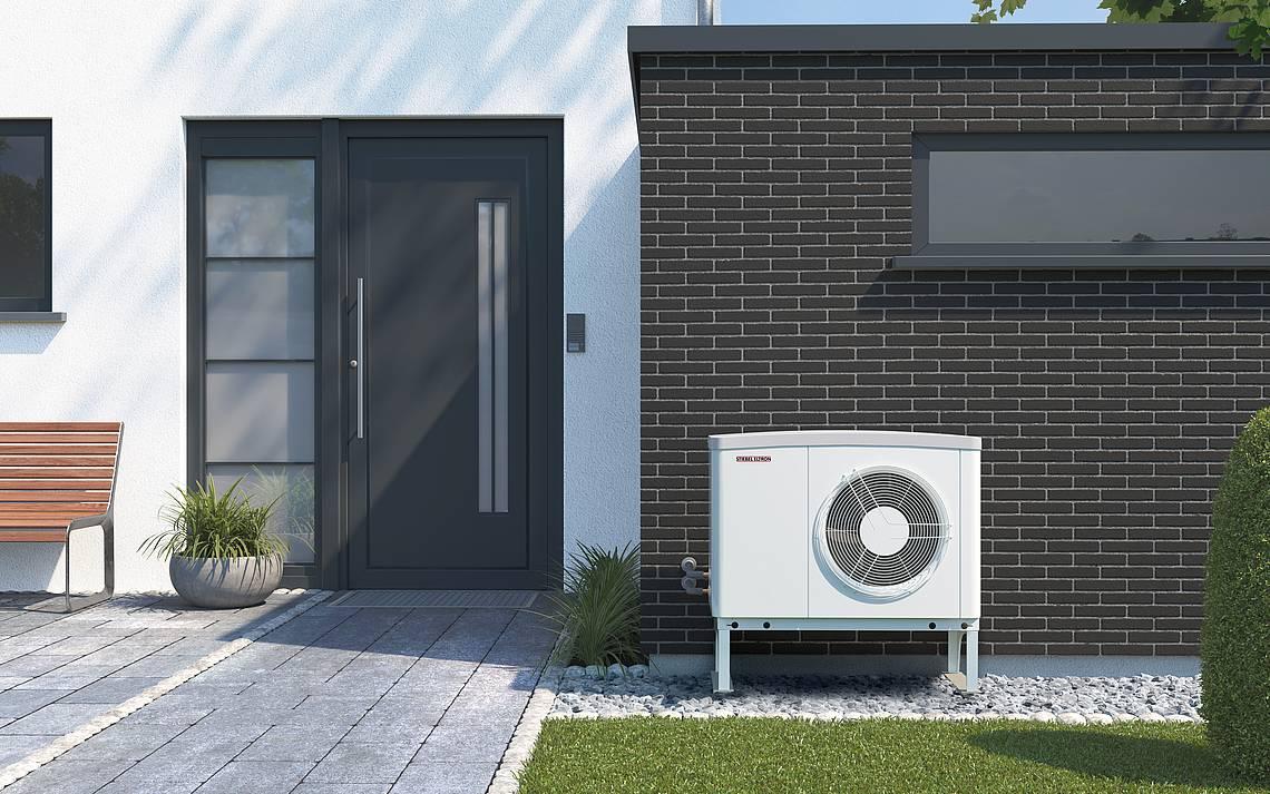 Luft-Wasser-Wärmepumpe als Kompaktgerät außen aufgestellt von Stiebel Eltron